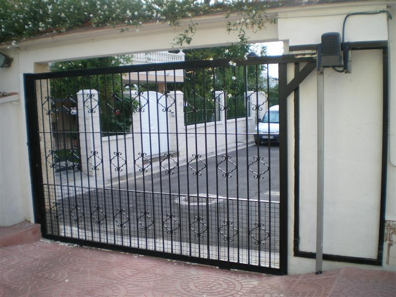 Hierro puertas correderas puerta manufacturas gandia - Puerta corredera metalica ...