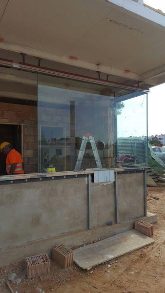 Proyectos montaje de vidrios en caseta gasolinera palma for Caseta metalica carrefour