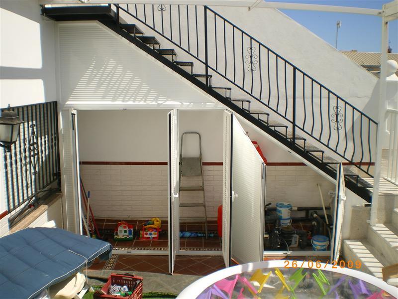 Armario debajo de la escalera stunning dsc with armario for Armarios para escaleras